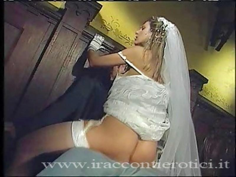 Moglie troia cornifica il marito col vestito da sposa