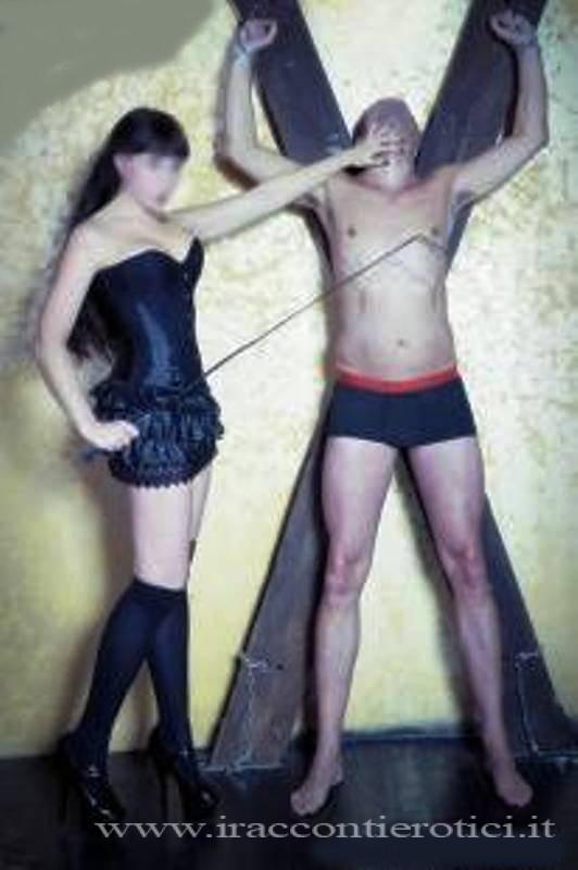 Sesso schiavo in croce