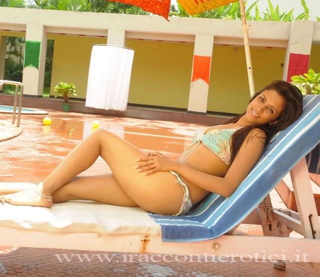Sezy ragazza in piscina